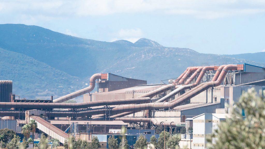 Los tubos de la metalúrgica Acerinox. Un complejo industrial en la Bahía de Algeciras.