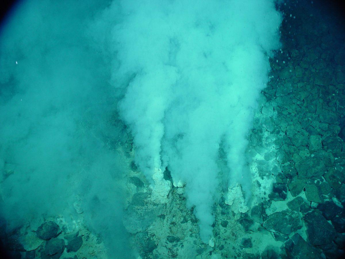Fumarola hidrotermal submarina donde podría haberse originado la vida.